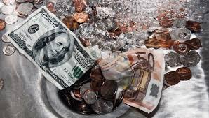 dinheiro no lixo